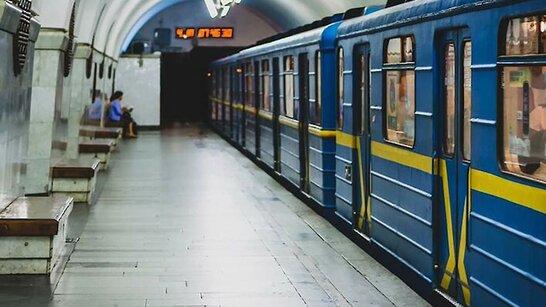 У метро Києва утворився колапс після параду до Дня Незалежності (відео)