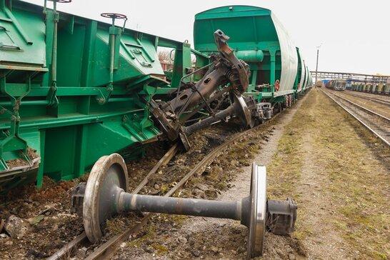 У Запоріжжі зійшли з рейок кілька вантажних вагонів: затримуються пасажирські поїзди (відео)