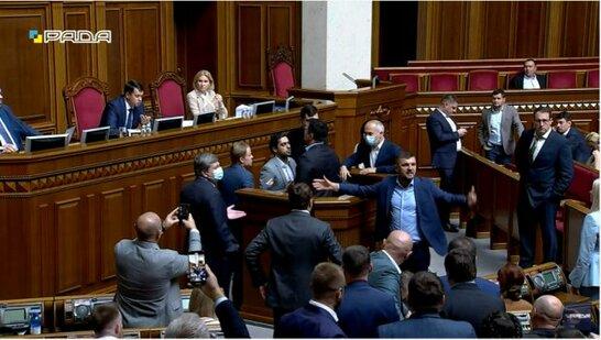 Бійка між Тищенком та Леросом: нардепи прокоментували сутичку (відео)
