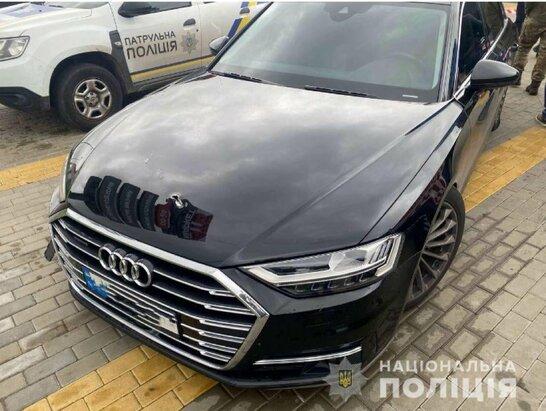 Під Києвом стріляли в автомобіль першого помічника Зеленського: поранений водій (відео)