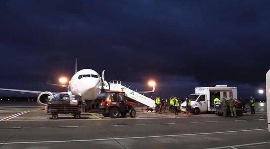 В Україні приземлився літак з евакуйованими із Афганістану українцями (відео)