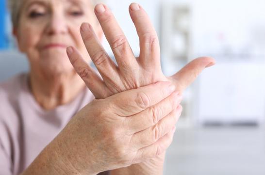 Артрит: недоліковані вірусні чи бактеріальні інфекції можуть спровокувати виникнення хвороби (відео)