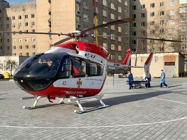 Вперше в Україні: львівська аеромедична швидка доставила пацієнтку на гелікоптері до лікарні
