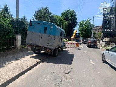 У Львові через провалля на вул. Героїв УПА не курсуватиме громадський транспорт (фото)