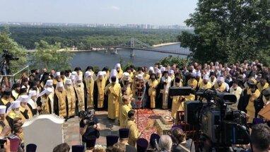 Зеленський розкритикував хресну ходу УПЦ МП у Києві через відсутність масок у вірян
