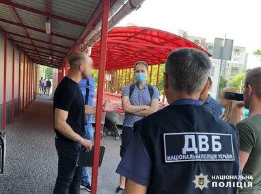 У Львові поліція викрала шахраїв, які видавали фальшиві довідки про відсутність COVID-19