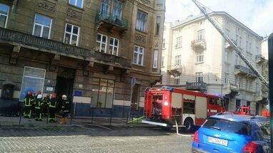 У центрі Львова загорівся історичний будинок (відео)