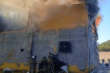 Пожежа в окупованому Донецьку: горів цех з виробництва води (відео)