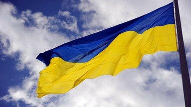 На Дніпропетровщині дівчина спалила український прапор (відео)