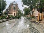 Друга негода за тиждень у Львові: зірвані дахи, повалені дерева та пошкоджені авто (відео)