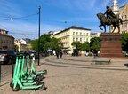 Зручні, швидкі та економні: у Львові планують врегулювати правила для електросамокатів (відео)