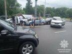 Зіштовхнулись одразу 6 автомобілів: у Львові на перехресті Стрийська-Наукова трапилось ДТП (відео)
