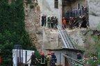 У центрі Львова обвалилась стіна будинку: під завалами знайшли тіло чоловіка (відео)