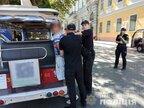 В Одесі поліція затримала американця у майці з російським триколором (відео)