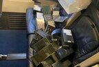 """Ввозили техніку Apple під виглядом сміття: у """"Борисполі"""" бортпровідників спіймали на злочинній схемі (відео)"""