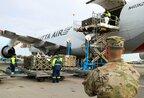 В Україну прибув перший вантаж безпекової допомоги від США (фото)